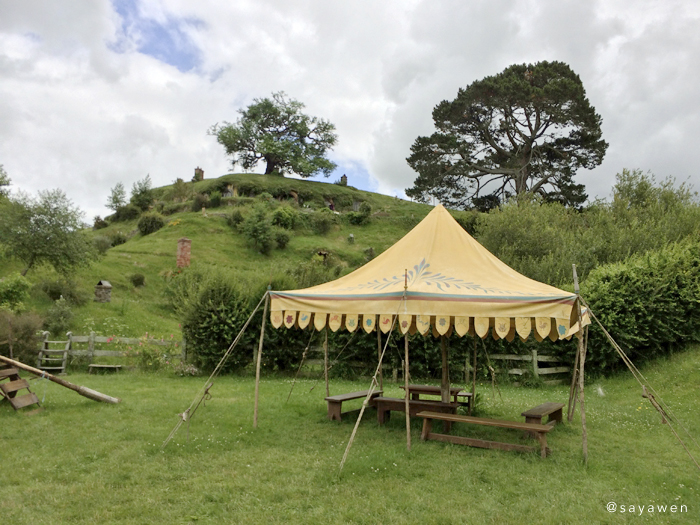 パーティーの野原にあるテント