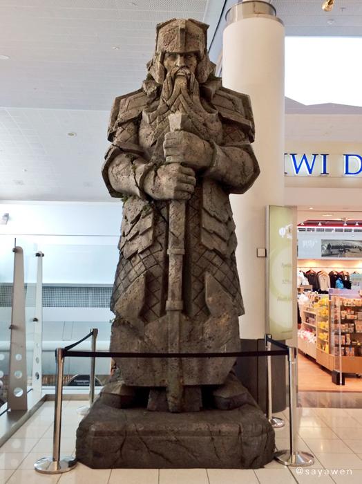 オークランド空港のドワーフ像