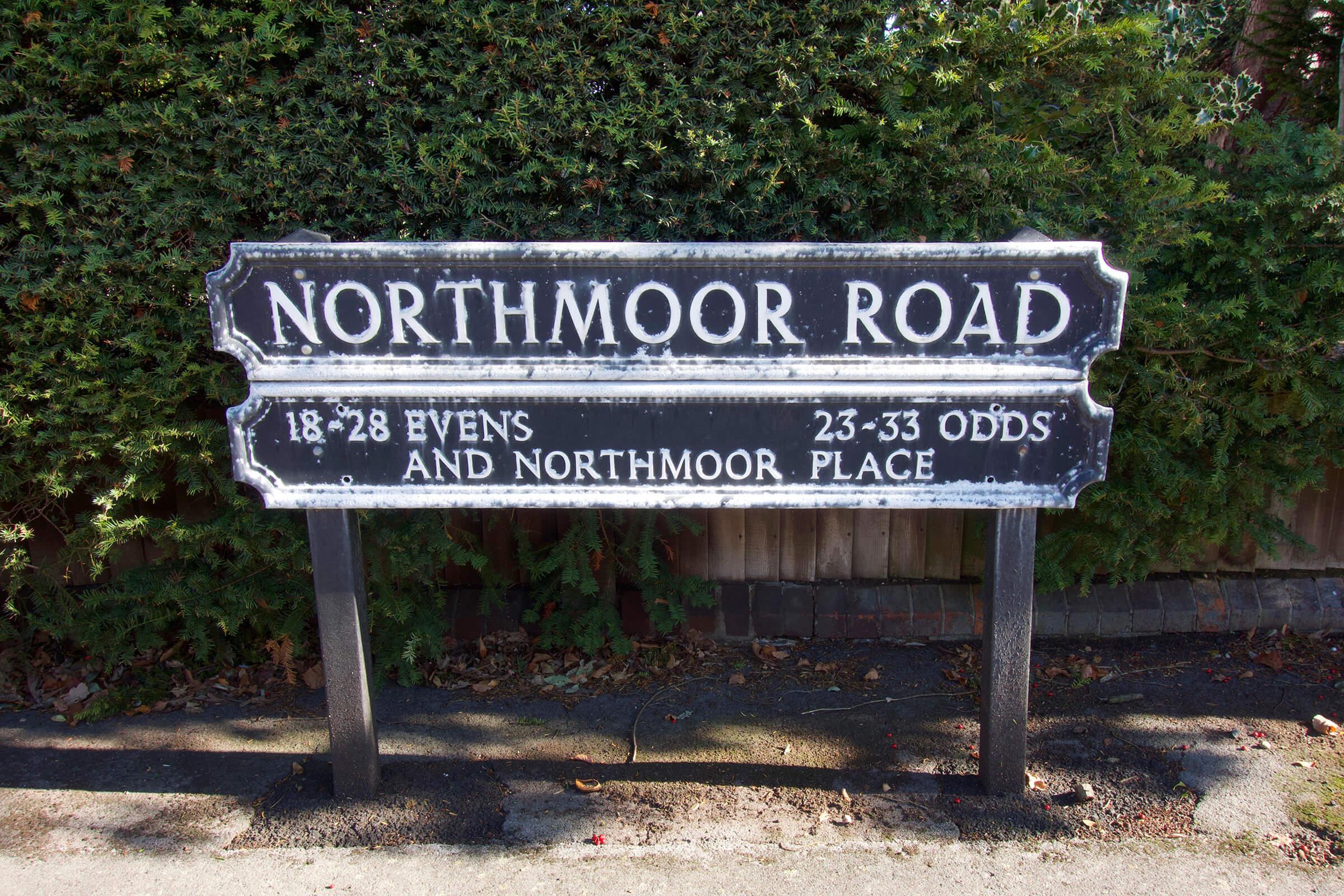 写真:ノースムーア通りの道路標識