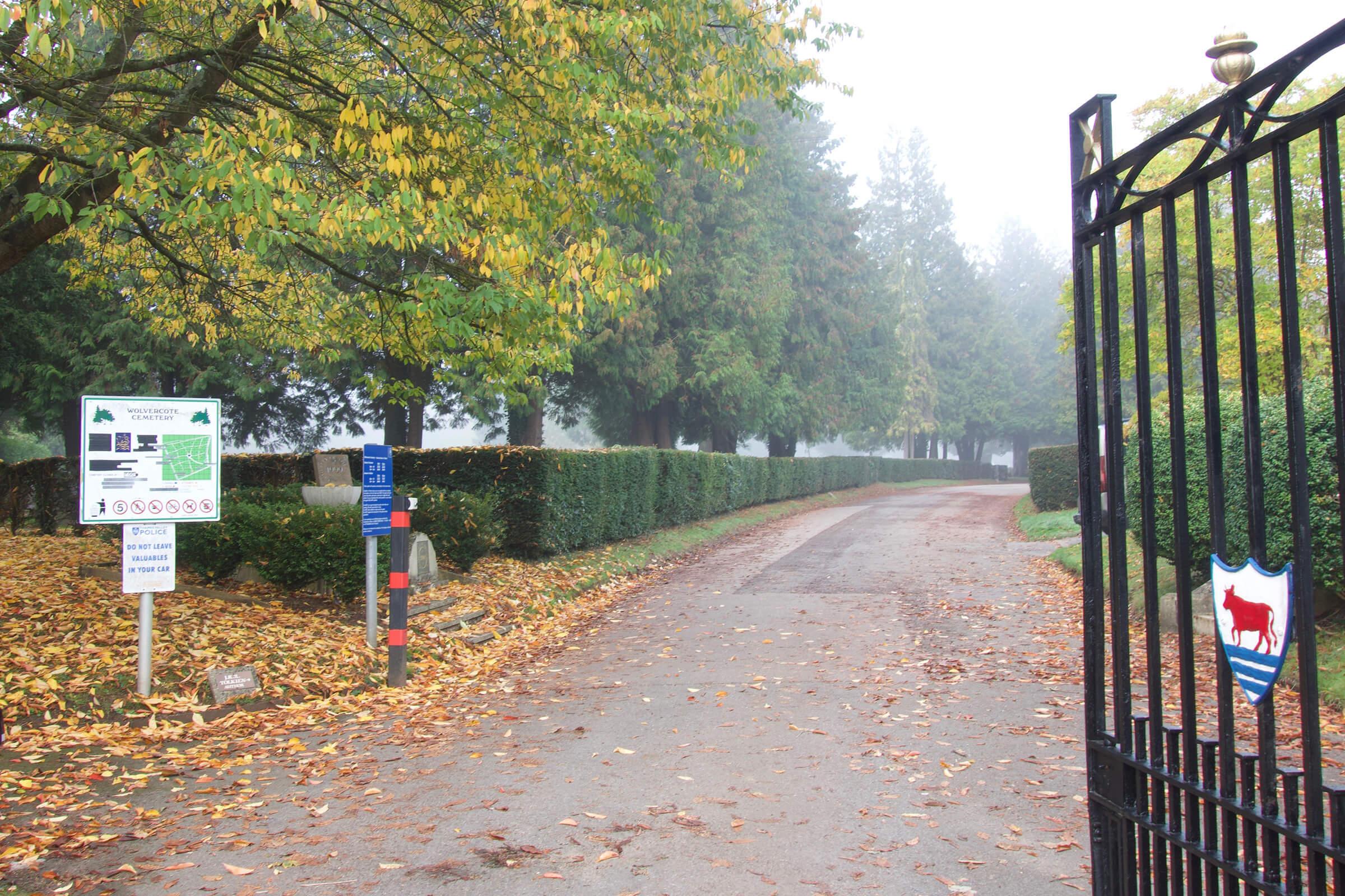 写真:ウルヴァーコート墓地 入口