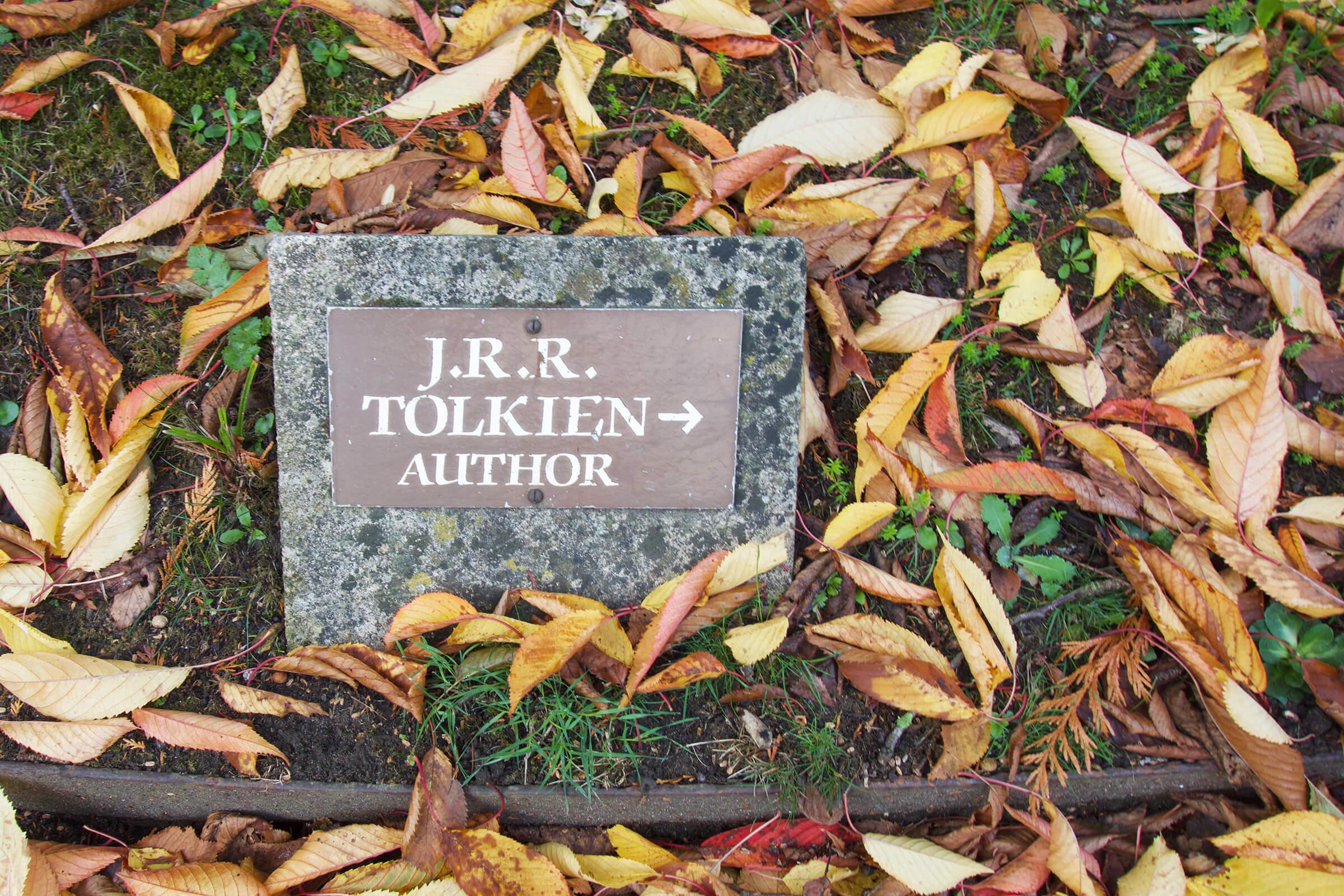 写真:トールキンのお墓の案内