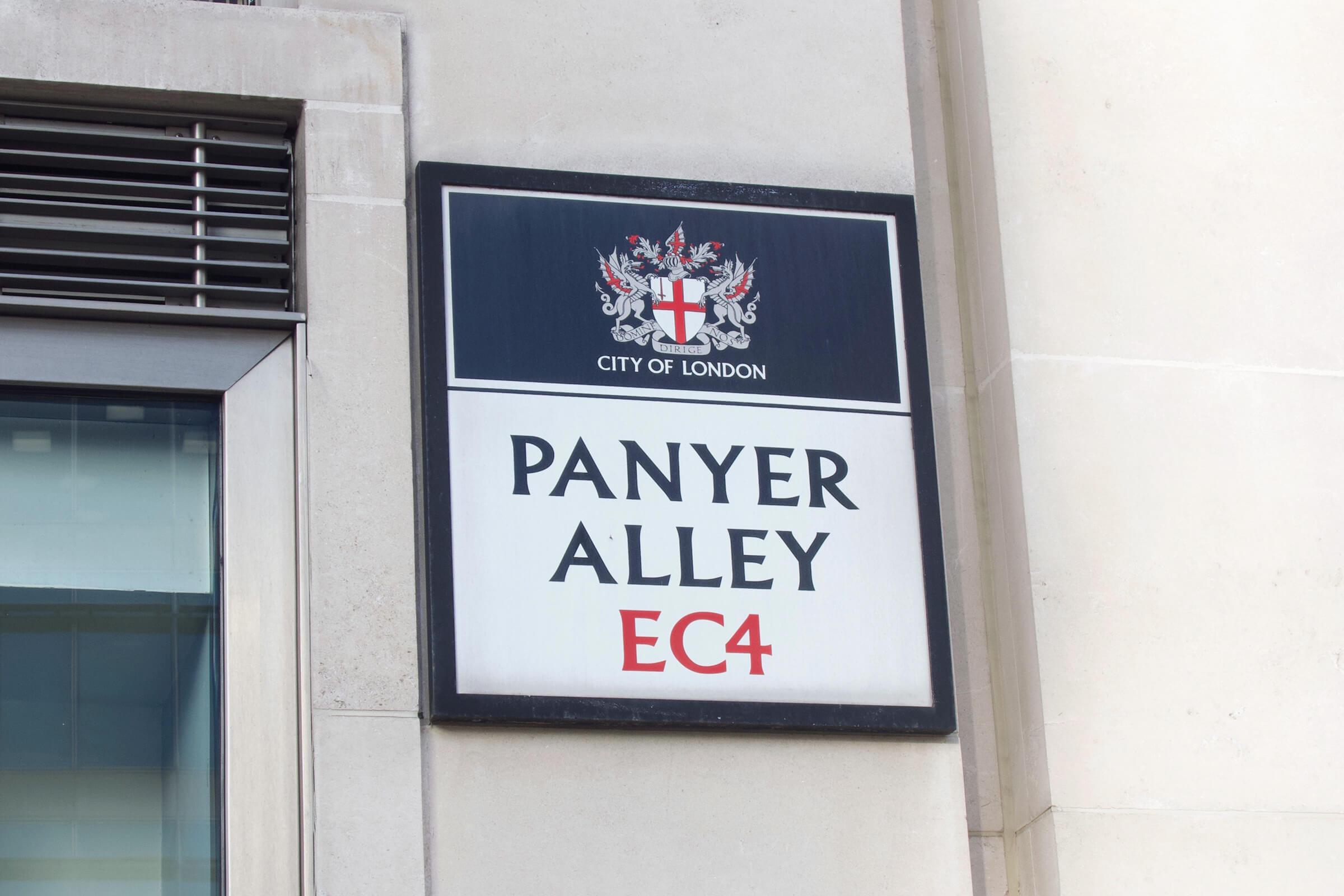 ロンドン市街地のとある標識