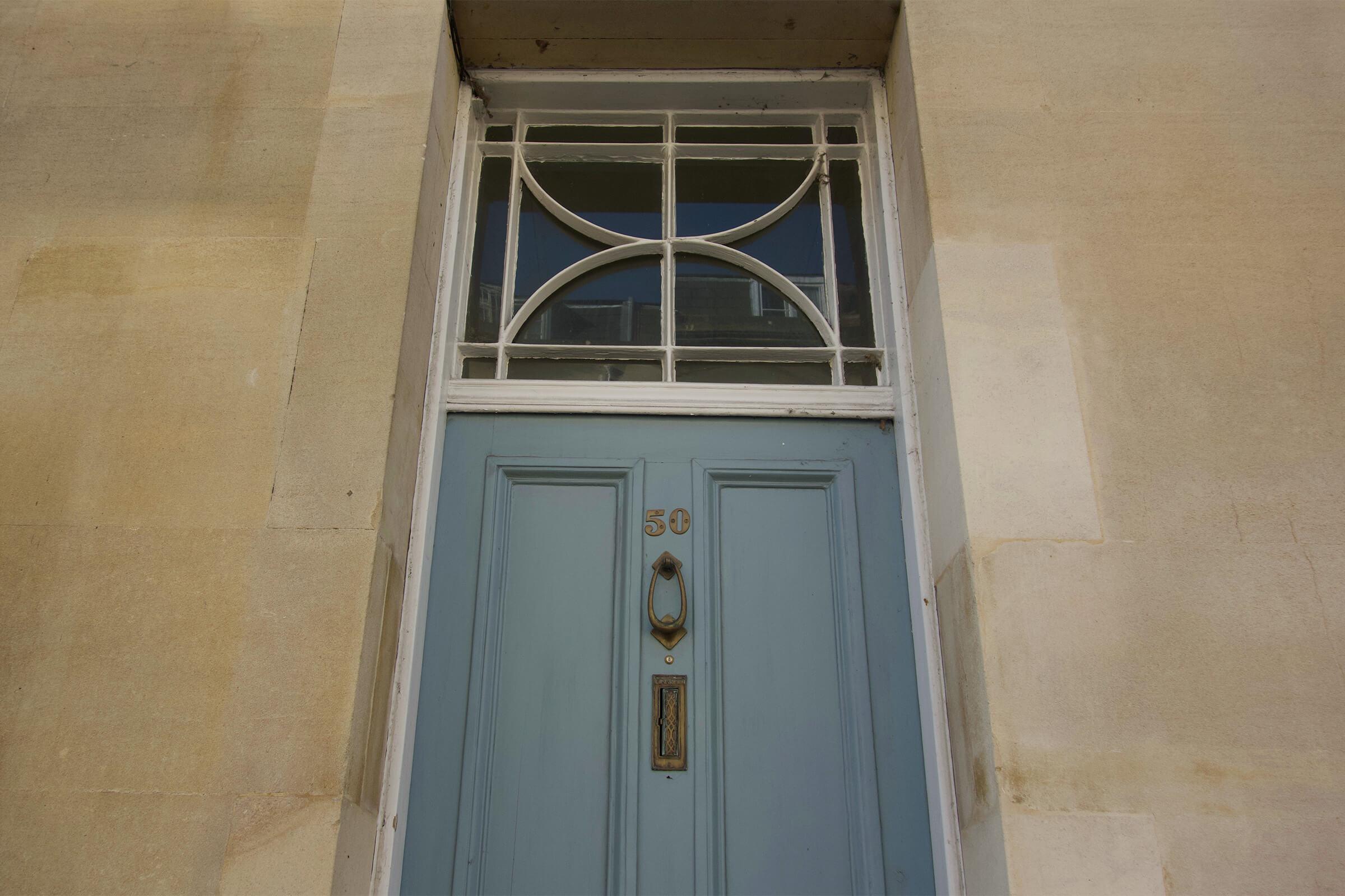 セント・ジョン通りの家の扉