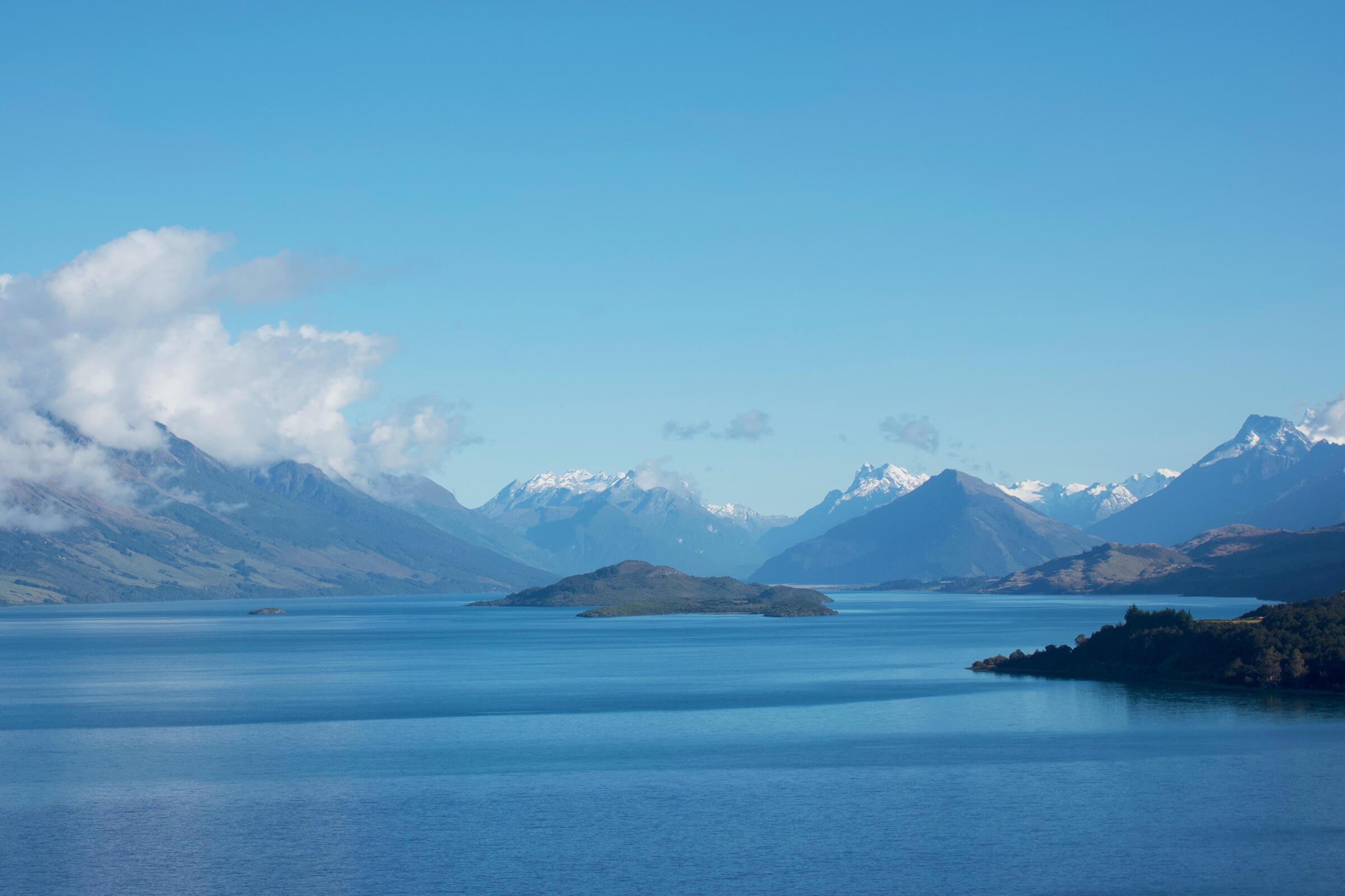 ワカティプ湖の展望台からグレノーキー方面を望む